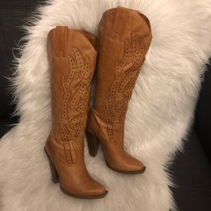 Light tan western boot with rivet accents & heel
